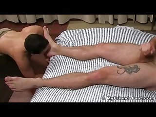 Hunky ace era gets his huge sexy feet worshipped