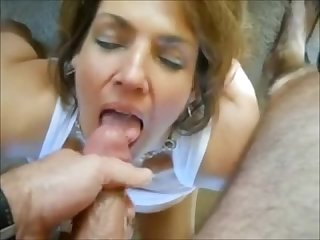 Amateur cougar with big tits pov gets cummed