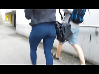 Coco bubble butt blonde in jegglings walking