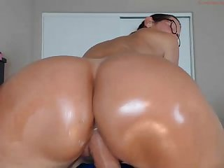 Jessryan 4 milf twerks some more