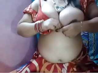 Desi Aunty showing boobs in room