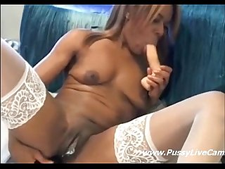 Ebony Girl Easily Masturbating With Two Dildos On Webcam - www.pussylivecam.com