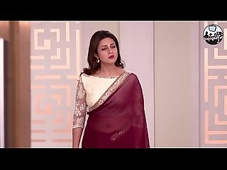 Chubby TV Aunty Divyanka Tripathi aka Ishita Beautiful Navel in Transparent Sari