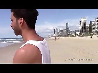 Hetero deixou ser filmado E chupado ate gozar vendo porno