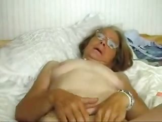This granny really loves to be fucked amateur