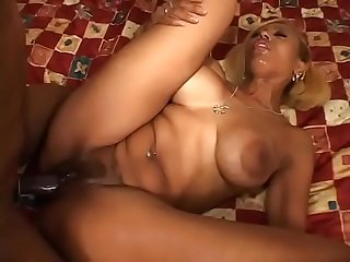 Ebony whore gets boned
