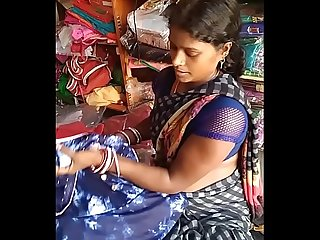 desi sexy black aunty in saree shop