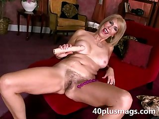 Mature hairy slit toy fucked