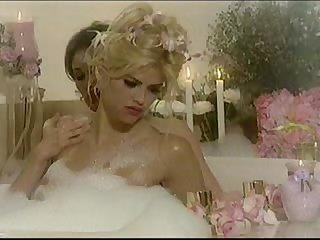Anna Nicole Smith - Exposed 1- lesbian bath scene