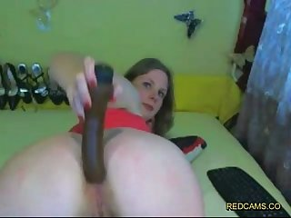 Amateur spreads and opens her pussy and ass with huge dildo on redcams co