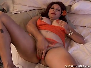 Cute chubby old spunker fucks her fat juicy pussy 4 U