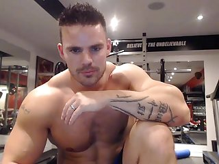 Muscular stud wank off web cam show more livecamly com