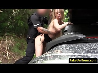 Pulled Britt cockrides in carsex with officer