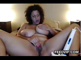 Thick chick using her hitachi wand