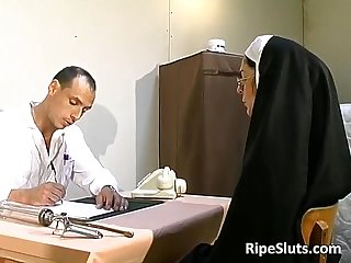 Old slut got t0rtured in the doctors