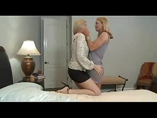 2 milfs in sensual lesb action
