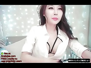 Korean hottie fucks her pink pussy live at livekojas com